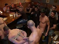 Italian bodybuilder is used and humiliated at a xxxi poran bar.