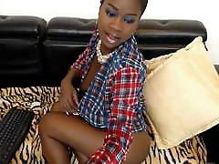 Ebony Jessy tries to hide her big fitnesh porn video of diamond foxx and pussy udner shirt