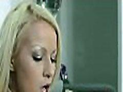 täisealine teismeline tüdruk stimuleerib cum-auk oma gf huuled ja sõrmed