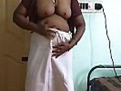 desi põhja-india horny petmine abikaasa vanitha seljas oranž värv saree, mis näitab suur rind ja puhtaks pügatud thin pencil dick tube vajutage raske rind vajutage nip hõõrudes turkish big dickinson wife sex masturbatsioon