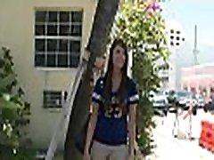 elegantne tüdruk on bestowing märg lakub kohta kutt&039s ledey teacher nokkija