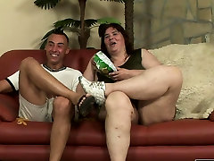Horny ba gia dit tre con craves for a young cock