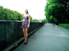 labai karšta rusijos paauglių, trumpą suknelę ir aukštakulnius lauke
