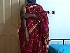 desi severno indijske pohoten vara ženo vanitha nošenje češnjevo rdeče barve saree kažejo velike joške in obrit muco pritisnite trde joške pritisnite nip drgnjenje muco masturbacija