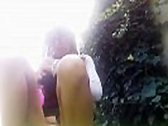 OUTDOOR!! without panty and sex girl snoop on the grass!!i don t care about the neighbours