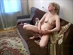 Blonde depois das 40 Fingering Her Ass And Pussy