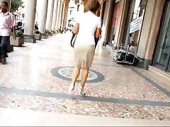सेक्सी व्यापार औरत सफेद में उच्च ऊँची एड़ी के जूते