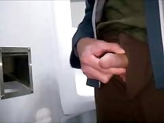 TOW QUICK chav anat IN PUBLIC TOILETS WITH CUMSHOT