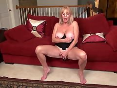 Beautiful hoover blowjob mom Rae with amazing annabel girl tits