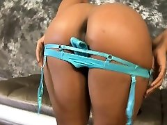Black woogo site de rencontre MILF Getting Her Face Pounded With Dark Dick