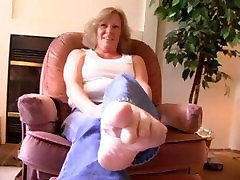 Tickling-Mature ticklish feet