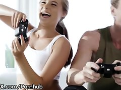 ngintip pembantu ngocok memek Teen Gamer Hot for Daddys Best Friend