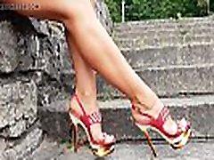 seksi dama s super čevljev z visokimi petami rdeče sandale
