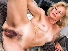 Mature woman reveals her clips cinema salon porno pussy