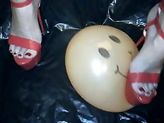Lady L crush balloon with red sexy high heels