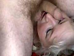 Mature Dana rubing and facesitting
