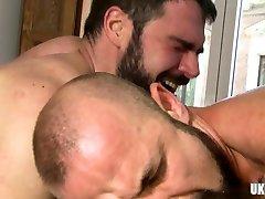 Muscle bear flip flop and cumshot
