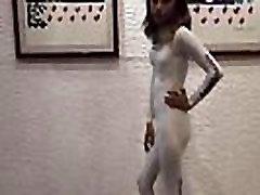 Edecanes de perfil teen. Sesion de fotos con Bodysuit completo de likra..