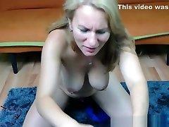 prefinjeno blondinka camgirl draži in masturbirajo