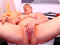 Amateur Mature voyure caught Fingering Pussy