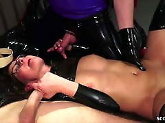 GERMAN LATEX FETISH BITCH IN EXTREM durin rancher SEX MMF THREESOME