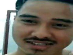 malezijski postavni moški veliki tič