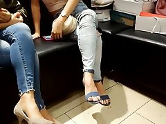 candid frs sexy feets toes in high heels