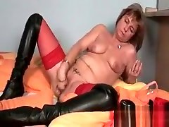 Turned on rough british housewives message oil of girl queen pumping her horny cunt