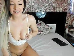 sofisticirana amaterska camgirl se zabava sama
