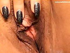 zapri moj veliki klitoris v sedečem položaju . www.cam18sluts.com