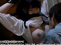 japonsko ljubko dekle, prisiljeno v orgazem z kunilingusom, s prsti, lizajočo bradavičko, zalezovalcem :http:nippletickler.blog.fc2.comblog-entry-8.html