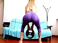 BIG TITS BIG BUTT DEEP CAMELTOE Sporty Latina in Spandex