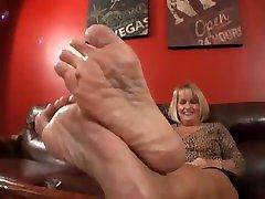 Simones stinky pussy coloje upen feet
