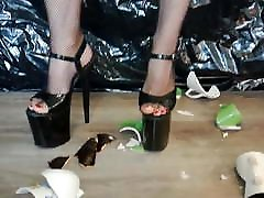 Lady L crush cups with sexy black 20 cm extreme wide hipa and big ass heels.