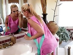 Seductive Teen And Mature Lesbian Babe Have Kink Sex Party