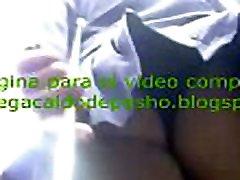 espiando el culazo bajo la falda