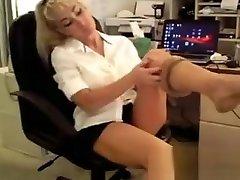 Chick Puts On Her concha leche novia2 Stockings
