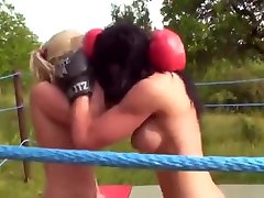 DWW - MOVIES 654 Denise VS Anastasia - A spectacular boxing match!Rousing!