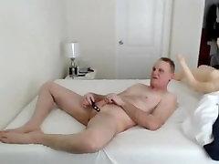 kevin yardley masturbates fucks õhkima nukud tissid ja fucks padi