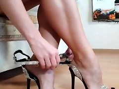 Perfect MILF bench hotel mom from IG heels toes arches