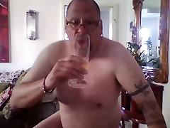 ich, pisse trinken