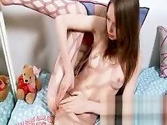 Teen stunner in hot sex smp tokek besar spreads hot twat