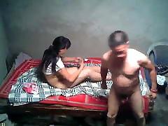 18 ročná ázijské prostitútky a staršieho klienta