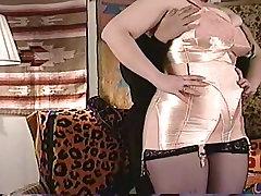 sex in der kche bustin out of a corset!