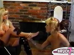 Retro lesbians strapon