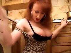 punane xxx dans la köök