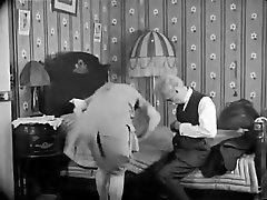 klasična francoska pornografija. poglej, kako je tvoj babica to naredila s klavirjem iz leta 1920
