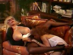 lesbid saada naughty voodis