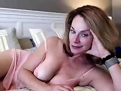 fingering märg perky hooters pussy on webcam show