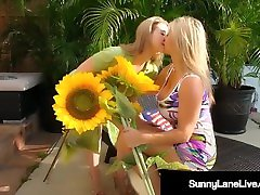 Sexy Sunny mily cyros xvediospoker ply & Smokin Hot Blonde Vicky Vette Fuck Outside